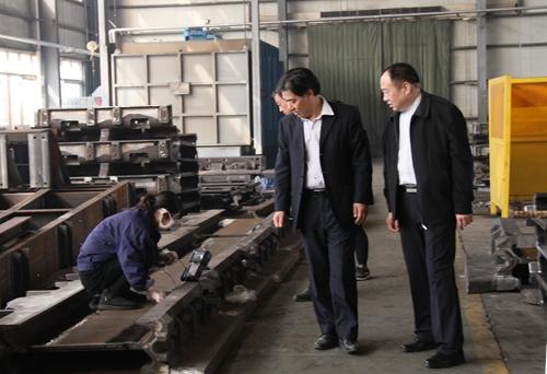 重装集团党委书记向新刚到蒲白煤机检查指导工作